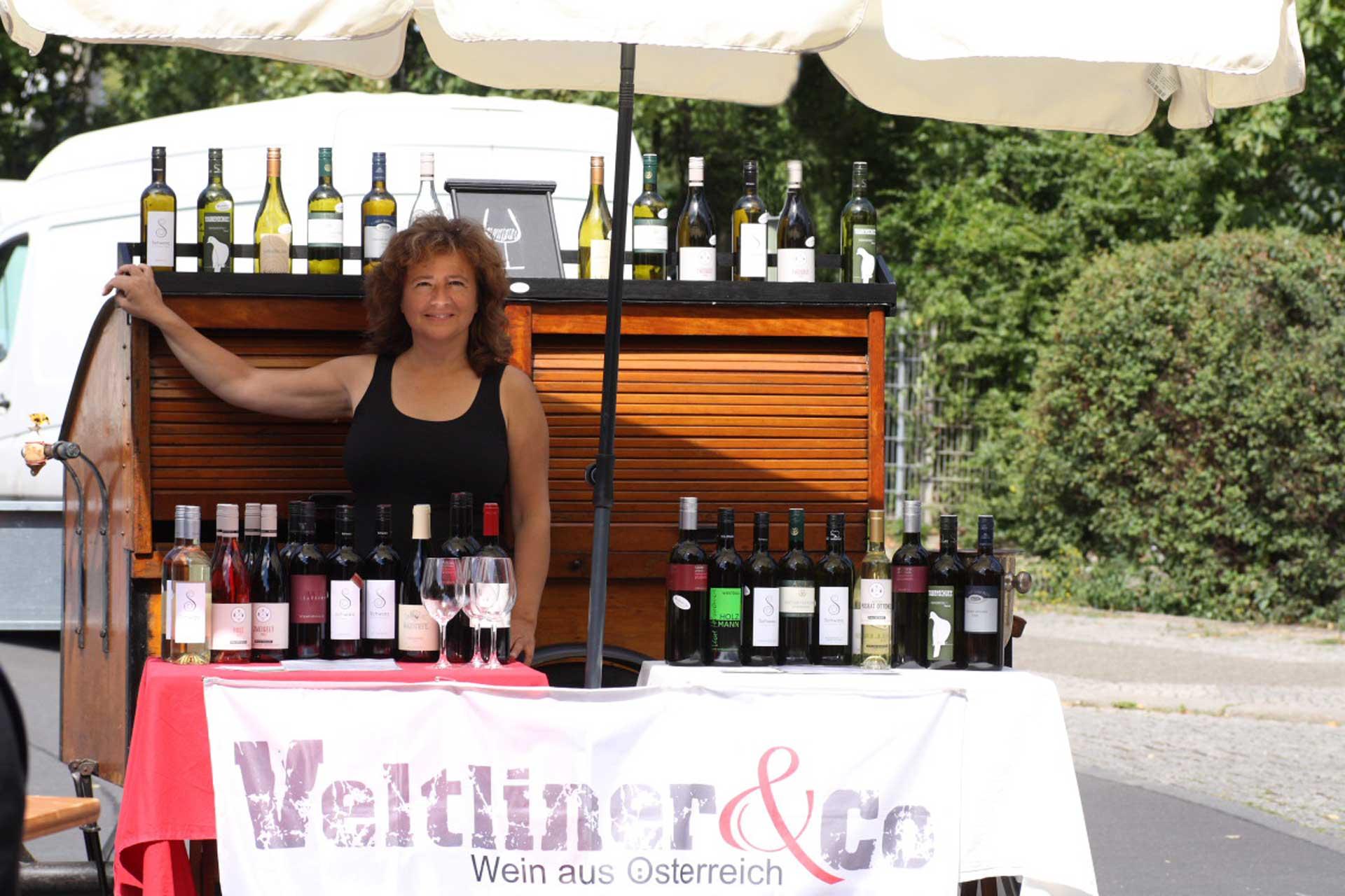 Veltliner & Co mit Wein Lastenfahrrad am Markt